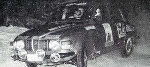 Kyseessä ilmeisesti Ilkka Juurinen ja Pertti Söderholm ajamassa 100-rallissa yleiskilpailun kolmanneksi ja luokkavoittoon vuonna 1985. Ja veipä parivaljakko samana vuonna Vantaa-rallin voitonkin.